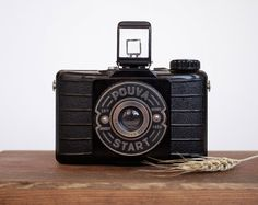 This is an amazing vintage camera, Pouva Start, a cult camera from the East Germany.    This camera from the 50's