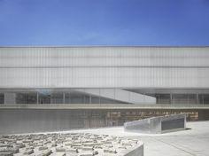 Nieto Sobejano Arquitectos, Roland Halbe - www.rolandhalbe.de · Barceló Market, Library and Sports Hall · Divisare