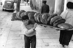 the history of bread in Greece Old Pictures, Old Photos, Vintage Photos, Greece Pictures, Baguette, Greece Photography, Greek History, Light Of The World, Athens Greece