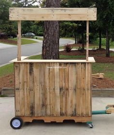 Think of a beverage bar that you can take anywhere with you! There you have this nice simple pallet wood mobile beverage bar on wheels. You can take it anywhere tied behind your vehicle. You can now enjoy your drink anywhere you want.