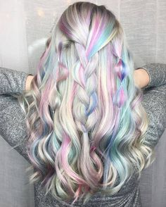 Holographic Hair Is This Summer's Hottest New Trend. - http://www.lifebuzz.com/holographic/
