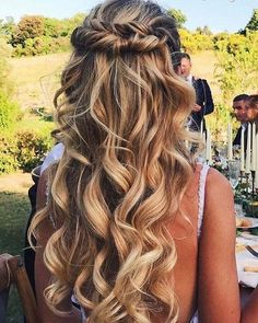 awesome 58 Gorgeous Half Up Half Down Hairstyles Ideas http://lovellywedding.com/2018/02/07/58-gorgeous-half-half-hairstyles-ideas/