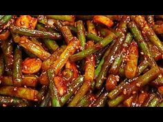 Stir-fried garlic scapes, spicy and crispy Korean Side Dishes, Korean Food, Green Beans, Lunch Box, Cooking Recipes, Dinner, Vegetables, Kylie, Board