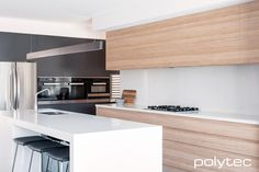 Clever ideas for your kitchen. Sleek and contemporary doors and drawers in polytec Natural Oak Ravine. A true European yellow-brown oak wood grain with wide planking that shows a diverse grain depth and colour. Home Kitchens, Contemporary Kitchen, Kitchen Design, White Modern Kitchen, Kitchen Inspirations, Kitchen Renovation, Home Decor Kitchen, Kitchen Interior, Kitchen Style
