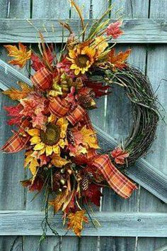 Tournesols / I would love this one for my front door. Wreath Crafts, Diy Wreath, Door Wreaths, Wreath Ideas, Grapevine Wreath, Burlap Wreath, Autumn Wreaths, Holiday Wreaths, Wreath Fall