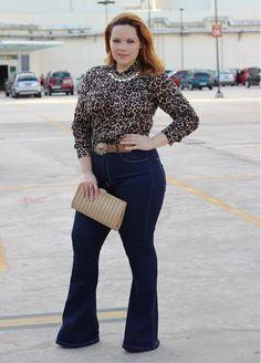 Tinara Becker - Calça Flare e blusa animal print.