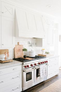 Kitchen Interior Remodeling White Kitchen with Shaker hood detail - Cami Tiffin Clark at and I have so much in common that while reading her intro I kept telling her the things that have also happened in my life. But, coincidences apart, she is someone t Home Decor Kitchen, Interior Design Kitchen, New Kitchen, Home Kitchens, Kitchen Ideas, Kitchen White, Country Kitchen, 1920s Kitchen, Kitchen Office