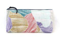 http://nekonekodesign.bigcartel.com  Kururi de NekoNeko es un clutch ideal para cuando quieras añadir un toque de color a tus tardes de otoño.