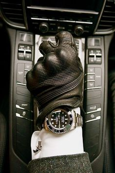 The definitive Rolex Sea-dweller photograph. The definitive Rolex Sea-dweller photograph. Watches Rolex, Cool Watches, Sea Dweller, Look Man, Swiss Army Watches, Luxury Watches For Men, Beautiful Watches, Gentleman Style, Luxury Lifestyle