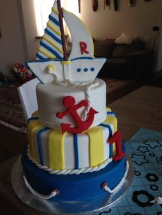 Torta in pasta di zucchero tema nautico, per il primo compleanno di un bimbo speciale