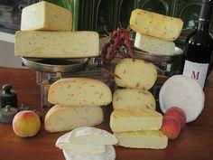 Camembert, reblochon, goudy a polotvrdé sýry