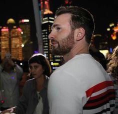 Marry me please 🧡 Capitan America Chris Evans, Chris Evans Captain America, Steven Grant Rogers, Steve Rogers, Pretty Men, Beautiful Men, Chris Roberts, Christopher Evans, Robert Evans