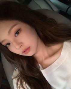When you opened your front cam but you're Kim jennie 💜🔥 Kpop Girl Groups, Korean Girl Groups, Kpop Girls, Blackpink Jennie, Blackpink Members, Blackpink Photos, Daesung, Bigbang, Blackpink Fashion