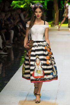Dolce & Gabbana | Spring 2017 Ready-to-Wear collection | RTW fashion | Model: Sara Witt