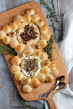 Baked Brie and Camembert with Warm Bread Bites - A fun and easy entertaining idea, this Baked Brie and Camembert with Warm Bread Bites can be made with store-bought roll dough! Baked Camembert Bread, Baked Brie, Brie Bites, Easy Entertaining, Spanakopita, Rolls, Appetizers, Warm, Snacks