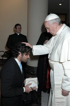 Eduardo Verastegui's photo:  just the most perfect man in the world getting blessed by the pope. no big.