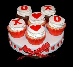 Valentine's Day cupcakes by Simply Sweets, via Flickr