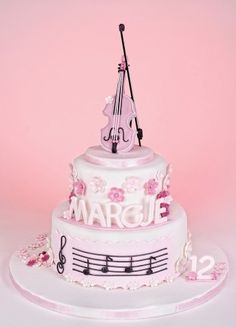 A beautiful, musical cake! Pretty Cakes, Cute Cakes, Beautiful Cakes, Amazing Cakes, Fondant Cakes, Cupcake Cakes, Violin Cake, Bolo Musical, Music Cookies