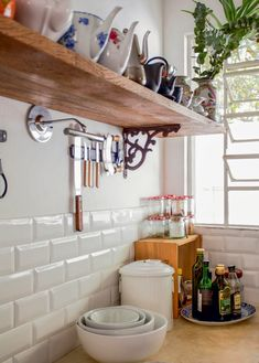 What's great about DIY home decor is that there is no right or wrong way to approach the subject. With so many designs and styles available under the sun, you can find inspiration just about anywhere. The tips in the article below can Country Kitchen, Diy Kitchen, Kitchen Dining, Kitchen Decor, Decorating Kitchen, Cocina Office, Diy Home Decor, Room Decor, Interior Decorating