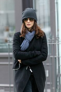 :) sunglasses. beanie. scarf. wool coat. Rachel Weisz, too, one of my favorite peoples (cept i donno why)