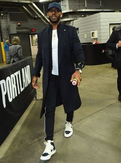 The 10 Best-Dressed Men of the Week : WHO: Chris Paul GQ-approved kits from every red carpet, airport arrival, and coffee run across the globe. Nba Fashion, Fashion Models, Dope Fashion, Fashion Art, Womens Fashion, Mode Masculine, Stylish Men, Men Casual, Ootd Men