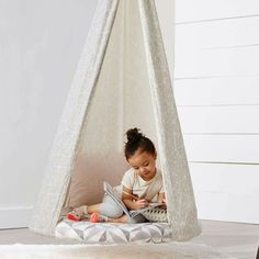 Hanging Tee Pee Chair Such a cute idea for the kids Kids Hanging Chair, Hanging Tent, Diy Hanging, Swinging Chair, Hanging Chairs, Sewing For Kids, Diy For Kids, Kids Tents, Small Accent Chairs