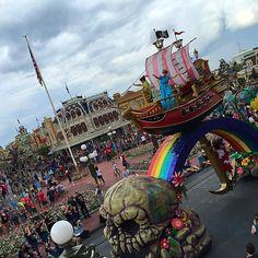 Peter Pan and Wendy! #festivaloffantasy #magickingdom #peterpan #paradetime