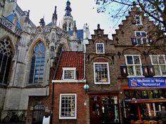 Breda is een Nederlandse stad in het westen van de provincie Noord-Brabant. Breda is vanouds de voornaamste stad van West-Brabant en is de oude hoofdstad van de Baronie van Breda, waaronder onder meer de huidige steden Roosendaal, Etten-Leur en Oosterhout ressorteerden.