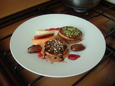 Petit   four   au  noisettes  datte  et  fruits  frais , jus   de fraise  !!! Gino D'Aquino