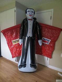 6' INFLATABLE HALLOWEEN VAMPIRE DRACULA WITH RED CAPE PEPSI DORITOS ADVERTISING