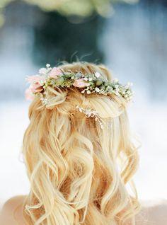 Winter Wedding Planning Tips аnd Ideas Winter Wedding Hair, Hairdo Wedding, Wedding Makeup, Wedding Hairstyles, Bridal Hairstyle, Wedding Planning Tips, Wedding Tips, Wedding Styles, Photography For Dummies