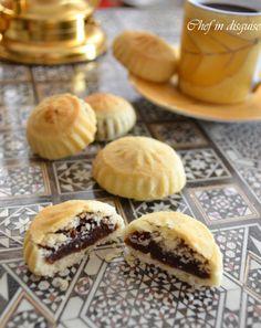 Semolina Ma'amoul : stuffed cookies with dates and nuts   Chef in disguise Arabic Dessert, Arabic Sweets, Arabic Food, Eid Sweets, Ramadan Recipes, Sweets Recipes, Cookie Recipes, Tofu Recipes, Middle East Food