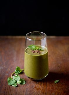 How to Build a Perfect Smoothie (  a Chocolate Mint Green Smoothie Recipe!)