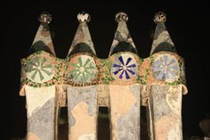 The roof of La Casa Batlló is decorated with four chimney stacks like the one of this picture – sinuous, stylised and polychromatic, in an endless flirtation with the heavens.Behind the aesthetic aspect, functionality is ever-present: the wind cannot obstruct smoke from escaping thanks to the chimney caps on the tops of the chimneys, which are tiled with the same trencadís glazed mosaics as the facade.