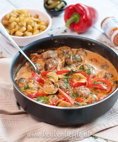 Stroganoff-pannetje met gehaktballetjes - Keuken♥Liefde - Apocalypse Now And Then Love Food, A Food, Food And Drink, Easy Cooking, Cooking Recipes, Healthy Recipes, Amish Recipes, Dutch Recipes, Cooking Food