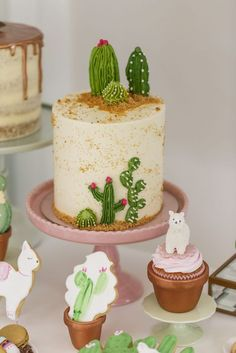 Ideas bridal shower cake and cupcakes ideas for 2019 Cupcake Birthday Cake, Cupcake Cakes, Beautiful Cakes, Amazing Cakes, Fiesta Cake, Cactus Cake, Cactus Cactus, Mexican Party, Savoury Cake