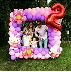 How to decorate with balloons Balloon Arrangements, Balloon Decorations, Birthday Decorations, Deco Ballon, Fete Halloween, Troll Party, Hello Kitty Birthday, 4th Birthday Parties, Unicorn Party