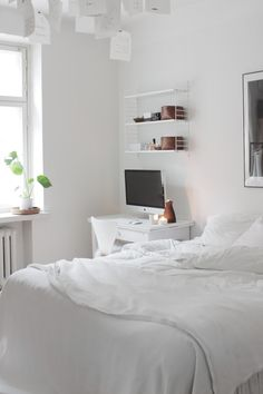 Need Decorating Ideas For A Home Office Room Ideas Bedroom, Small Room Bedroom, Home Bedroom, Bedroom Decor, Clean Bedroom, Master Bedroom, Minimalist Room, Aesthetic Room Decor, White Rooms
