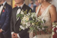 White green and black accents for a stunning #wedding bouquet!