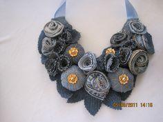 collar de jeans reciclado hecho por Ana de todos tamaños y diferentes
