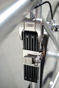 Mit dem neuen Bordo Centium bringt Abus ein Fahrradschloss auf den Markt, welches nicht nur hohe Sicherheit verspricht, sondern auch optisch überzeugt – und somit ein idealer Partner für hochwertige Fahrräder sein dürfte! Beim Bordo Centium von Abus handelt es sich um ein Faltschloss … Weiterlesen