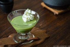 Smooth and delicate triple layered green tea pudding with Japanese anko, this delicious dessert is super easy to make at home. Pudding Desserts, Pudding Recipes, Dessert Recipes, Jello Recipes, Snack Recipes, Easy Japanese Recipes, Japanese Food, Japanese Dishes, Japanese Sweets