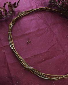 DIY : couronne de Noël naturelle en fougères séchées - C by Clemence Bangles, Bracelets, Blog, Jewelry, Fern Bouquet, Crowns, Jewlery, Bijoux, Schmuck