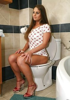Toilet girl porn — photo 10