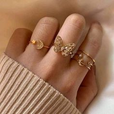Hairstyles and Beauty: The Internet`s best hairstyles, fashion and makeup pics are here. Stylish Jewelry, Simple Jewelry, Dainty Jewelry, Cute Jewelry, Gold Jewelry, Fashion Jewelry, Pretty Necklaces, Fashion Ring, Beautiful Necklaces