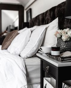 Pillow bedding hotelfeeling at home Glam Bedroom, Bedroom Inspo, Master Bedroom, Bedroom Decor, Loft Interior Design, Bedding Inspiration, Minimal Home, Bed Styling, Dyi