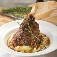 Εμείς στην Κρήτη, για να τιμήσω και την και την καταγωγή μου, ένα αρνάκι πάντα το μαγειρεύουμε ακόμα και αν δεν είναι Πάσχα!! Μαγειρευτό στην κατσαρόλα με μπόλικα λαχανικά και κρασί, συνοδευμένο με ένα υπέροχο πουρέ σελινόριζας, απλά θεϊκό και φυσικά επίκαιρο πάντα
