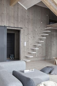 trapp, dør Sustainable Design, Scandinavian Design, Summer House, Cabin Interiors, Stairs, Home, Log Homes, Rooms Home Decor, Home Decor