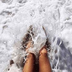Feel the ocean waves splash between your feet :) Beach Aesthetic, Summer Aesthetic, Summer Pictures, Beach Pictures, Summer Feeling, Summer Vibes, Summer Nights, Photo Voyage, Shotting Photo