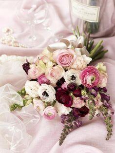 ranunclus bridal bouquet   ranunculus wedding bouquet pink white